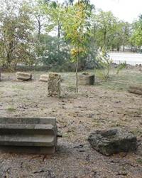 Коллекция каменной пластики (территория школы) в с. Малая Лепетиха