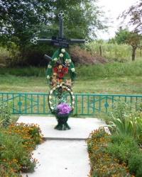 Пам'ятник жертвам голодомору у с.Очеретувате