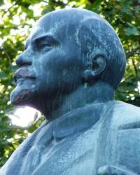 Памятник В.И.Ленину в одноименном парке г.Знаменка