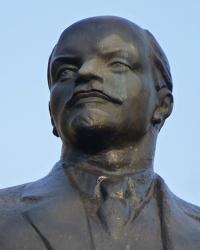 Памятник В.И.Ленину (возле ДК) в пгт.Казанка