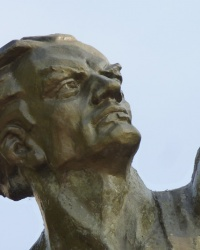 """Памятник """"Человек со звездой"""" в Баштанке"""