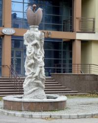 Статуя «Достичь вершины» в Днепропетровске