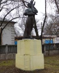 Памятник матери и ребенка в пгт.Новгородка
