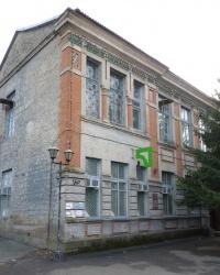 ул.Ленина, 119 (Здание бывшего Народного дома 1914 г.) в пгт.Широкое