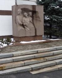 Памятник медикам-подпольщикам больницы им. Мечникова в Днепропетровске