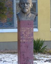 Памятник-бюст В.И.Ленина (в детском садике) в Днепропетровске