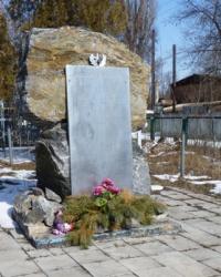 Памятный знак героям-односельчанам (1941-1945) в пгт.Кировское