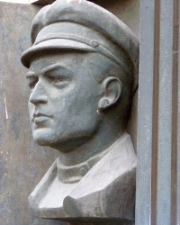 Мемориальная доска Василию Каменскому в Днепропетровске (пр.Калинина, 84)