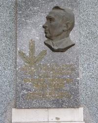Мемориальная доска в честь Виноградова В.Н в г. Цюрупинск