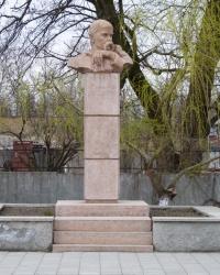 Памятник-бюст Т.Г.Шевченко г.Цюрупинск