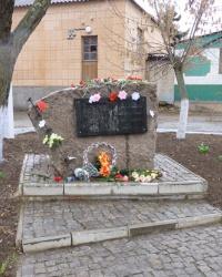 Памятный знак заключенным фашистских концлагерей 1941-1945 в г.Снигиревка