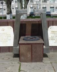 Памятник кировцам возле завода Днепропетровский ВРЗ (завод имени С. М. Кирова)