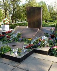 Братская могила г.Орджоникидзе (парк им.Орджоникидзе)