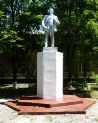 Памятник В.И.Ленину у автостанции в г.Терновка