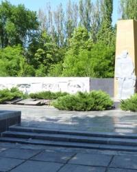 Братская могила и мемориал в пгт.Петропавловка
