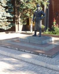 Памятник Высоцкому в г.Мариуполь