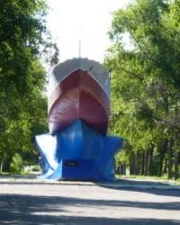 Памятник морякам-десантникам «Бронекатер №346» в г.Мариуполь