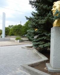 Братская могила и мемориал в пгт.Андреевка (Бердянский р-н)