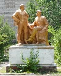Скульптурная композиция «В. И. Ленин и А. М. Горький» в с.Николаевка (Бердянский р-н)