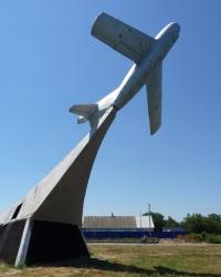 Памятник самолет МиГ-15 на постаменте в с.Осипенко (Бердянский р-н)