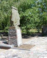 Памятник односельчанам, погибшим на фронтах Великой Отечественной войны в с.Осипенко