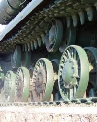 Памятник танк ИС воинам-танкистам в с. Межирич