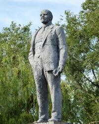 Памятник В.И Ленину в с.Лычково (Магдалиновский р-н)