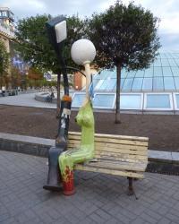 Памятник влюбленным фонарям на Майдане