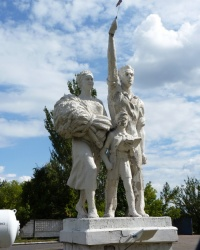 Скульптурная композиция времен развитого социализма г.Димитров
