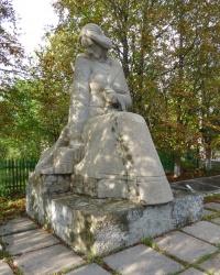 Памятник «Скорбящая мать» и братская могила в с.Богородичное