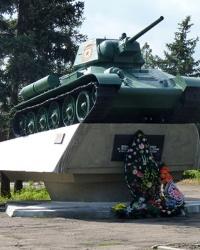 Памятник танк Т-34-76 на постаменте в г.Красный Лиман