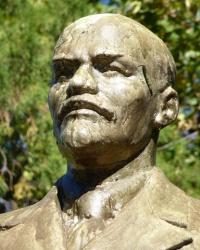 Памятник В.И.Ленину (возле завода) в Марганце