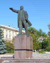 Памятник В.И.Ленину (на площади) в Марганце
