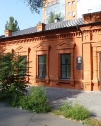 В этом доме с 1871-1890 жил А.Н Поль (пл.Октябрьская, 10)
