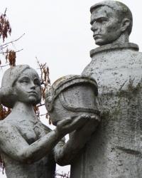 Памятник героям космоса в Павлограде