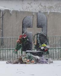 Пам'ятник жертвам голодомору у с.Лозуватка