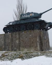 Памятник танк Т-34-85 (113) в пгт.Петрово