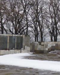 Мемориал советским воинам в с.Семеновка (Криничанский р-н)