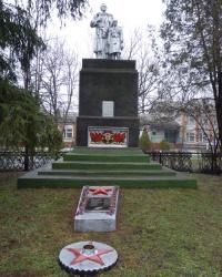 Памятник павшим воинам-односельчанам в с.Куриловка (Петриковский р-н)