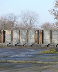 Братская могила в с.Адамовка (Криничанский р-н)