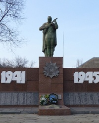 Мемориал советским воинам в с.Поливановка (Магдалиновский р-н)