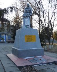 Памятник советским воинам в пгт.Раздоры (Синельниковский р-н)