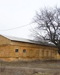 Здание церковно-приходской школы (ХХв.) в с.Калиновка (Криничанский р-н)
