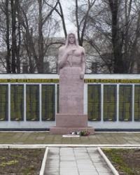 Памятник воинам-землякам в пгт.Петриковка