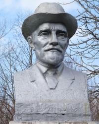 Памятник-бюст Мичурина И.В в с.Вольное