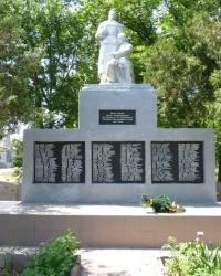 Памятник героям-односельчанам в с.Залелия (Царичанский р-н)