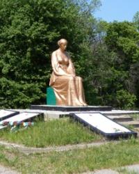 Памятник воинам-односельчанам в с.Маячка (Новосанжарский р-н)