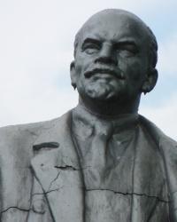 Памятник В.И.Ленину в с.Нехвороща (Новосанжарский р-н)