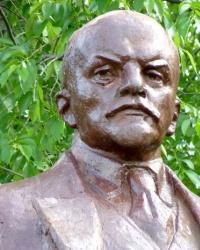 Памятник В.И.Ленину в с.Рясское (Машевский р-н)
