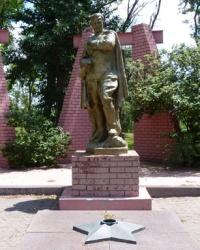 Мемориал советским воинам в с.Казначеевка (Магдалиновский р-н)